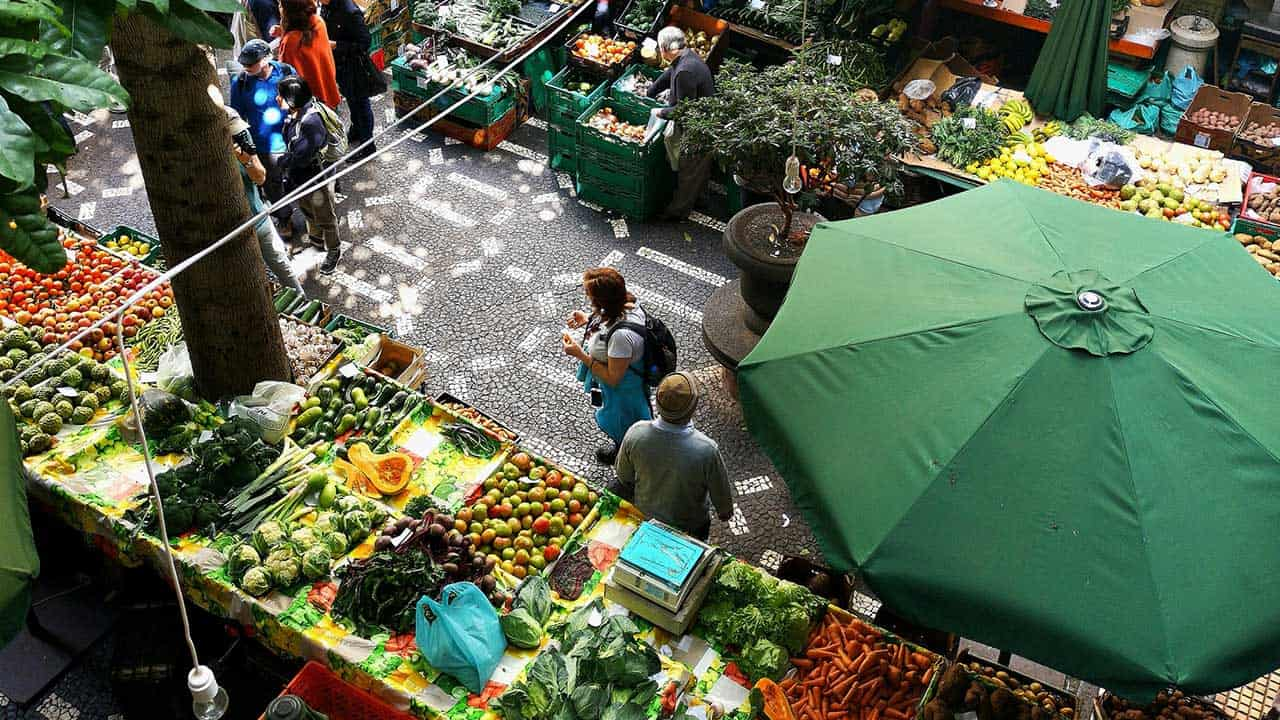 Für uns selbstverständlich: Voller Wochenmarkt. Ohne Insekten wäre er fast leer.